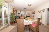 **VERMIETET**DIETZ: Familienfreundliche Terrassenwohnung mit eigenem Garten im gepflegten 3-Familienhaus in Groß-Umstadt! - Wohn- und Esszimmer