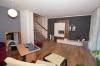 **VERMIETET**DIETZ: JÜGESHEIM! Gemütliches Reihenmittelhaus mit moderner Split-Level-Bauweise - Garage - Einbauküche - modernes Bad und Gäste-WC - Wohnbereich mit Terrassenzugang