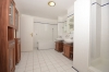 **VERMIETET**DIETZ: WG-tauglich und gut ausgestattet! Wohnung mit 2 Balkonen - Einbauküche - Wanne+Dusche und Stellplatz in der Tiefgarage - Badezimmer Dusche 2 Waschb