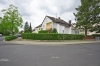 **VERMIETET**DIETZ: Tolle 4 Zimmer Erdgeschosswohnung mit Terrasse und Garten in schöner Wohnlage von Nieder-Roden! - Außenansicht 2-Familienhaus