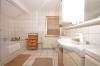 **VERMIETET**DIETZ: Lichtdurchflutete TOP-gepflegte 3 Zimmer Dachgeschosswohnung mit Einbauküche-Loggia-Gäste-WC-Wanne+Dusche uvm.. - Tageslichtbad mit Wanne+Dusche