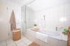 **VERMIETET**DIETZ: Lichtdurchflutete TOP-gepflegte 3 Zimmer Dachgeschosswohnung mit Einbauküche-Loggia-Gäste-WC-Wanne+Dusche uvm.. - Badewanne und Dusche