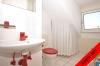**VERMIETET**DIETZ: Lichtdurchflutete TOP-gepflegte 3 Zimmer Dachgeschosswohnung mit Einbauküche-Loggia-Gäste-WC-Wanne+Dusche uvm.. - WC für Ihre Gäste