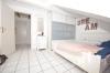 **VERMIETET**DIETZ: Lichtdurchflutete TOP-gepflegte 3 Zimmer Dachgeschosswohnung mit Einbauküche-Loggia-Gäste-WC-Wanne+Dusche uvm.. - Schlafzimmer 1 von 2