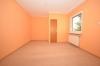**VERMIETET**DIETZ: Große 4 Zimmer Erdgeschosswohnung mit Gartennutzung im 2 Familienhaus - in ruhiger Lage von Groß-Zimmern - Schlafzimmer 3 von 3