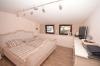 **VERMIETET**DIETZ: Hochwertige 4 Zimmerwohnung mit Einbauküche, 2 PKW-Stellplätze, großer Balkon und vieles mehr... - Schlafzimmer 1 von 2