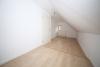 DIETZ: Modernisierte 3 Zimmer Maisonette Wohnung im sehr gepflegtem Fachwerkhaus - Schlafzimmer 1 von 2