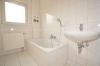DIETZ: Helle 3 Zimmer Wohnung mit Balkon - Kachelofen - Außenfassadendämmung - Tageslichtbadezimmer mit Wanne