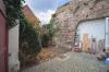 **VERMIETET**DIETZ: Modernisiertes Fachwerkhaus mit 3 Bäder, einem kleinen Hof und sehr viel Charme! - Innenhof PKW-Stellplatz