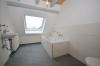 **VERMIETET**DIETZ: Modernisiertes Fachwerkhaus mit 3 Bäder, einem kleinen Hof und sehr viel Charme! - Tageslichtbad 2 von 3