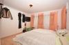 **VERMIETET**DIETZ: Top gepflegtes und riesiges Einfamilienhaus in ruhiger Lage in Ringheim - Schlafzimmer 1 von 4