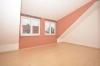 **VERMIETET**DIETZ: Freundliche 3-Zimmerwohnung mit einladenen Balkon und Fußbodenheizung - Schlafzimmer 1 von 2