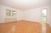 **VERMIETET**DIETZ: Feldrandlage Renovierte 3 Zimmer Erdgeschosswohnung 2 Balkone, GästeWC, Wanne+Dusche, Bj 1996 - Schlafzimmer 1 mit Balkon1
