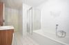 **VERMIETET**DIETZ: Feldrandlage Renovierte 3 Zimmer Erdgeschosswohnung 2 Balkone, GästeWC, Wanne+Dusche, Bj 1996 - Badewanne und Dusche