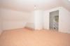 **VERMIETET**DIETZ: Klasse renoviertes Einfamilienhaus mit Carport, Kaminanschluss, Terrasse und Garten - Schlafzimmer 1 von 2