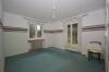 **VERMIETET**DIETZ: Tolles Gartengrundstück - Renovierungsbedürftiges Einfamilienhaus in Groß-Umstadt - Raibach - Schlafzimmer 1 von 3