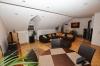 **VERMIETET**DIETZ: TOP-GEPFLEGTE 4 Zimmer Dachgeschosswohnung mit Balkon, Garten in Neuenhaßlau - Opt. Büro - UG - Wohnen und Essen
