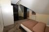 **VERMIETET**DIETZ: TOP-GEPFLEGTE 4 Zimmer Dachgeschosswohnung mit Balkon, Garten in Neuenhaßlau - Opt. Büro - UG - Schlafzimmer 1 von 3