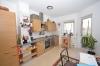 **VERMIETET**DIETZ: Gemütliche Dachgeschosswohnung in kleiner Wohneinheit! Mit überdachten Balkon + PKW-Stellpl - Küche mit Balkonzugangjpg