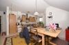 **VERMIETET**DIETZ: Gemütliche Dachgeschosswohnung in kleiner Wohneinheit! Mit überdachten Balkon + PKW-Stellpl - Offene Küche