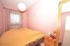 **VERMIETET**DIETZ: Gemütliche Dachgeschosswohnung in kleiner Wohneinheit! Mit überdachten Balkon + PKW-Stellpl - Schlafzimmer 2 von 2jpg