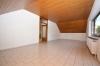 **VERMIETET**DIETZ: Gepflegte Dachgeschosswohnung im ersten OG im Zweifamilienhaus - Garage und einzugsbereit! - Wohnzimmer