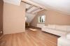 **VERMIETET**DIETZ: Teilmöblierte 2,5 Zimmer Dachgeschosswohnung mit Einbauküche - PKW-Stellplatz - Wanne+Dusche - Wohn- und Essbereich