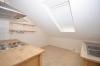 **VERMIETET**DIETZ: Teilmöblierte 2,5 Zimmer Dachgeschosswohnung mit Einbauküche - PKW-Stellplatz - Wanne+Dusche - Einbauküche inklusive