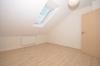 **VERMIETET**DIETZ: Teilmöblierte 2,5 Zimmer Dachgeschosswohnung mit Einbauküche - PKW-Stellplatz - Wanne+Dusche - Schlafzimmer mit TV-Anschluss1