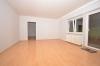 **VERMIETET**DIETZ: SEHR SCHÖNE 2,5 Zimmer Souterrainwohnung mit Terrasse in Waldrandlage Babenhausen OST - Wohnzimmer mit Terrassenzugang