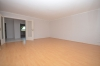 DIETZ: **Einmalige Gelegenheit** Erdgeschosswohnung in direkter Feldrandlage mit Wanne+Dusche+Balkon - Wohnzimmer