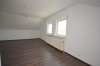 **VERMIETET**DIETZ: Neu-Renovierte 3-Zimmer-Dachgeschosswohnung in beliebter Wohnlage von Babenhausen - Wohnzimmer