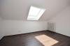 **VERMIETET**DIETZ: Neu-Renovierte 3-Zimmer-Dachgeschosswohnung in beliebter Wohnlage von Babenhausen - Schlafzimmer 1 von 2