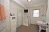 DIETZ: Neuwertige 3-Zimmer-Wohnung mit Aufzug, Einbauküche, Fußbodenheizung und Balkon! - Tageslichtbad mit Dusche, Handtuchheizkörper