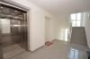 DIETZ: Neuwertige 3-Zimmer-Wohnung mit Aufzug, Einbauküche, Fußbodenheizung und Balkon! - Treppenhaus und Aufzug