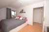 DIETZ: Helle und gepflegte 3-Zimmer-Dachgeschosswohnung mit 20qm Dachterrasse! - Schlafzimmer 1 von 2