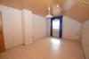 **VERMIETET**DIETZ: Großzügige 5-Zimmer-Dachgeschosswohnung in Babenhausen OT Langstadt - Schlafzimmer 1 mit Klimaanlage