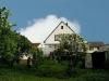 Ein 1-2 Fam-Haus, das SIE überzeugen wird.  Mit Doppelgarage und riesigem Garten für Kinder und Tie - Die hintere Ansicht, mit riesigem Garten