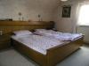 Solides 1 Fam-Haus mit Doppelgarage u. großem Garten In absolut ruhiger Lage, ein Traum für Ihre Ki - Eines der Schlafzimmer