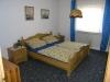 *Verkauft* Charmantes 1-2 Familienhaus in ruhiger sonniger Lage!!   160 m² Wohnfl. - mit traumhafte - Eines der Schlafzimmer