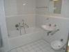 *Verkauft* Helle  2 Zimmer Gartenwohnung in gepfl. kleiner Wohneinheit mit Garagenstellplatz..  (EG - Weiterer Einblick ins Bad