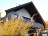 Diese 5 Zimmer Eigentumswohnung wird Sie begeistern, - Hintere Hausansicht mit Süd-Balkon