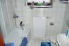 **VERKAUFT**  Einfamilienhaus mit Einliegerwohnung.  IM SUPER ZUSTAND - Badezimmer der Einliegerwohnung