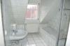 **Verkauft**   Modernes 3 Familienhaus mit 3 Wohnungen und einem Appartement - Ein weiteres hell gefliestes Badezimmer