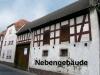 Begehrte Hofreite in Schaafheim, mit vielen Nebengebäuden und einer riesigen Scheune. - Hausansicht mit Nebengebäude