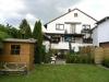 **Verkauft**   Hier ist Platz für alle Familienmitglieder !! Super 1- 2 Famhaus in Ortsrandlage - Die Ansicht vom Garten aus gesehen