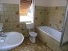 **Verkauft** 1 Fam-Haus mit kleinem Garten u.Garage - Badezimmer im Obergeschoss