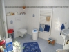 *Verkauft* 1 Fam.-Haus in ruhiger Lage, mit schönem Garten - Badezimmer im Obergeschoss