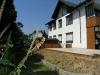 **Verkauft** Ein Wohnlfühlhaus für 3 Familien in ruhiger - Teilansicht Garten und gr. Terrasse