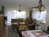 **Verkauft** Ein Wohnlfühlhaus für 3 Familien in ruhiger - Wohnzimmer mit Ausgang zum Balkon